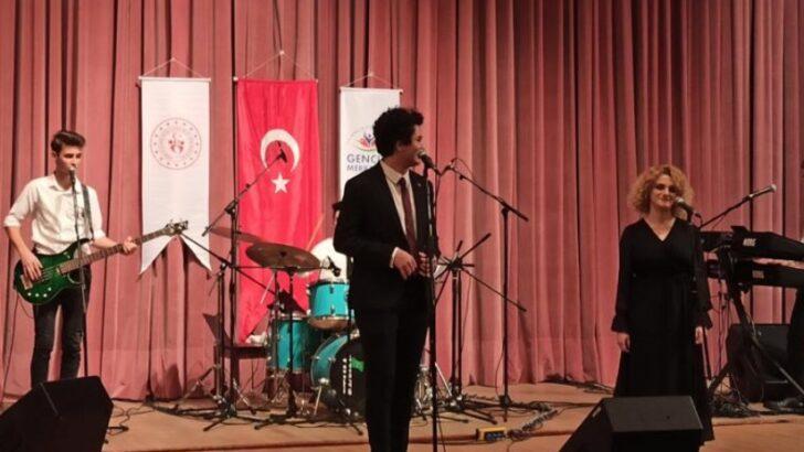 """""""Sahne Sırası Sende"""" Ses Yarışmasında Eskişehir Gençlik Merkezlerini Temsil Eden 'Sosyal Mesafe' İsimli Grup Türkiye Birincisi Oldu"""