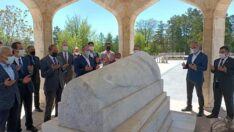 BBP Genel Başkanı Destici Yunus Emre Türbesini ziyaret etti
